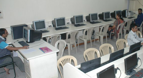 A R College of Pharmacy and G H Institute of Pharmacy Computer Lab