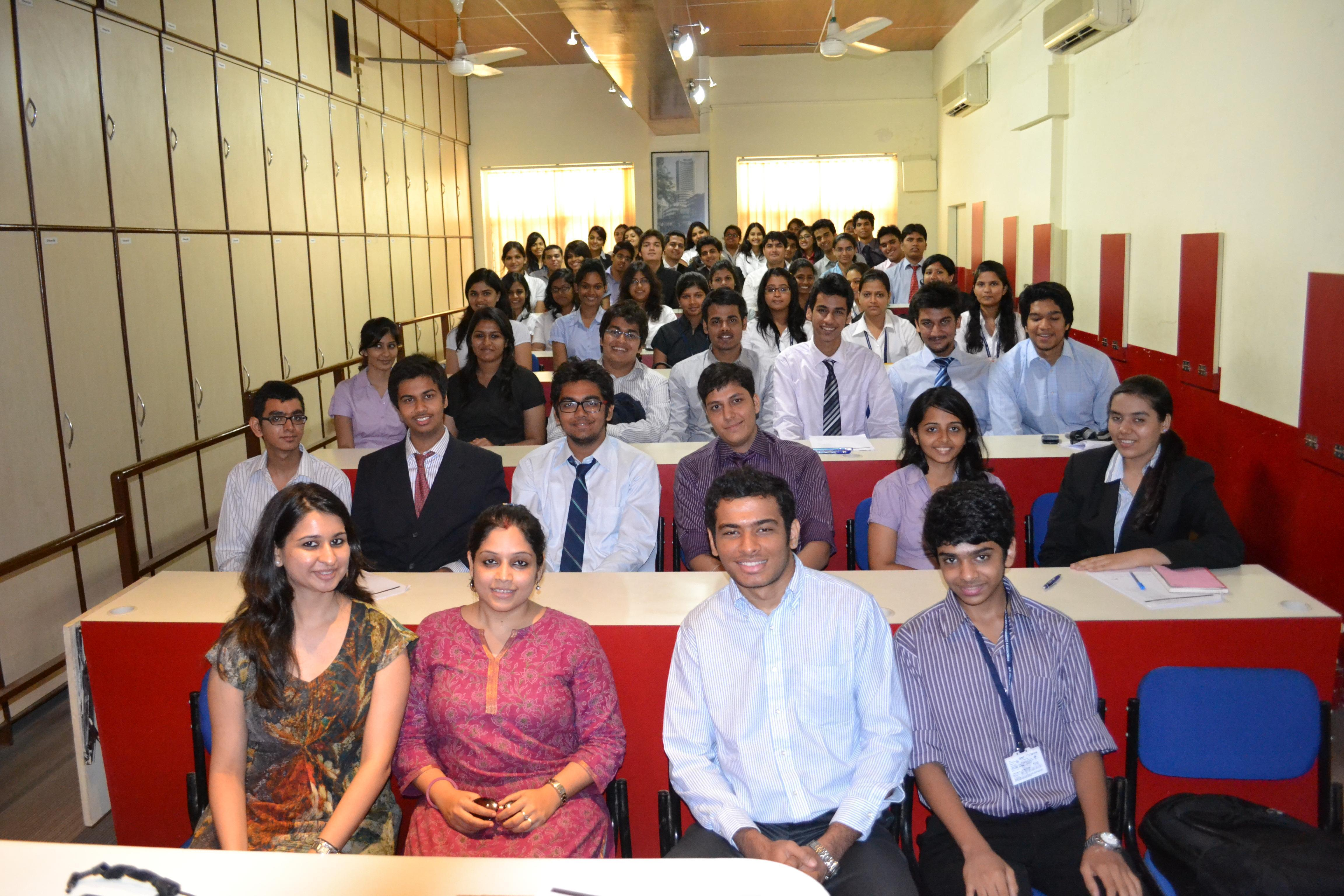 HR College of Commerce and Economics Mumbai Classroom