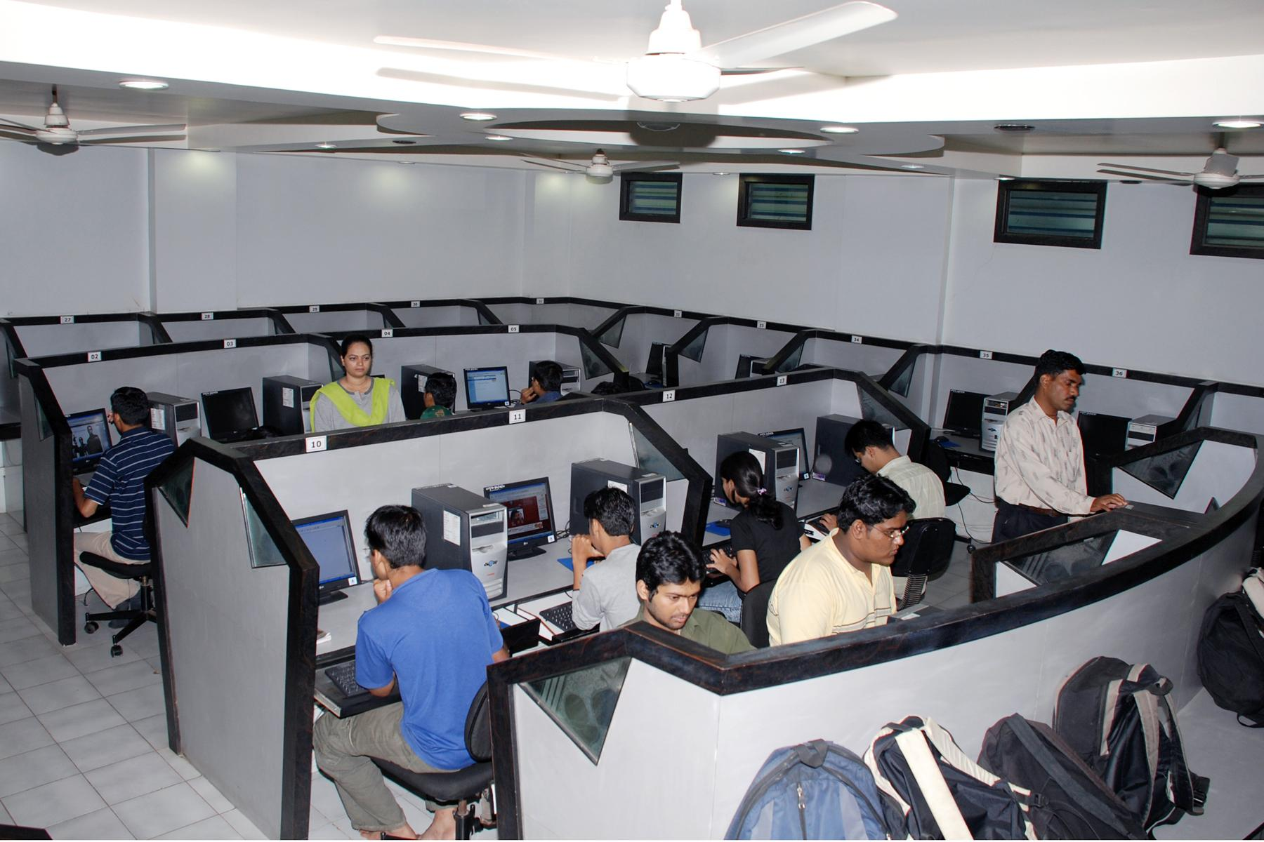 Vishwakarma Institute of Technology Computer Lab
